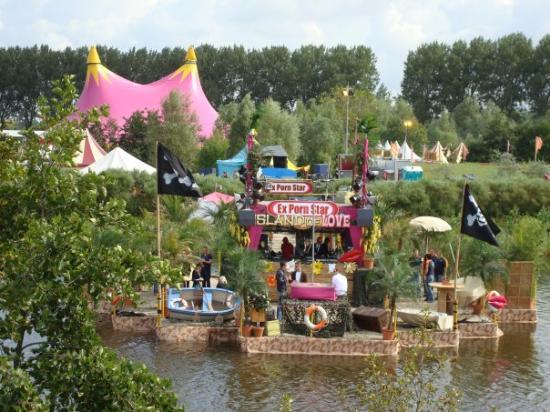 """Haarlem, Países Bajos: Le stage """"ex porn star"""" spécial Coktail sur la plage !"""