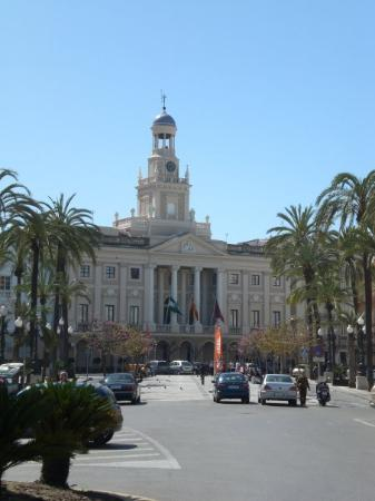 Ayuntamiento fotograf a de c diz costa de la luz for Ayuntamiento de cadiz recogida de muebles