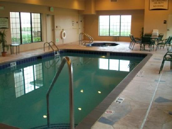 Staybridge Suites Davenport: Indoor pool