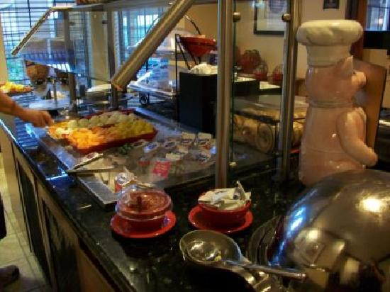 Staybridge Suites Davenport: breakfast buffet