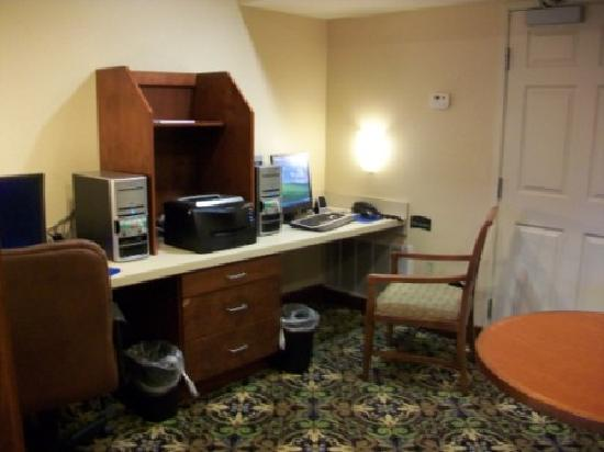 Staybridge Suites Davenport: business room
