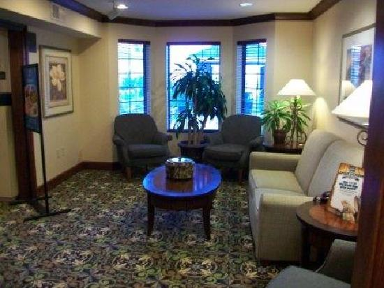 Staybridge Suites Davenport: library