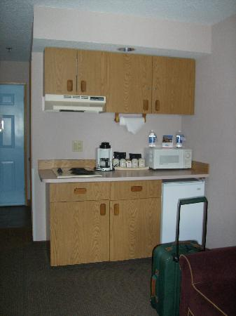 Shilo Inn Suites Seaside East: Kitchen area