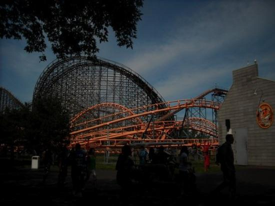 La Ronde Amusement Park : Rollercoasters at LaRonde - operated by Six Flags.