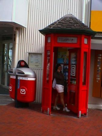 una cabina telefonica - picture of auckland, auckland region ... - Cabina Telefonica