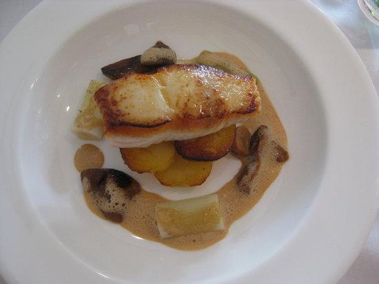 Apicius: Pan fried Halibut fillet, nicolet potatos, leek hearts and roast ceps