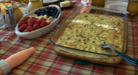 Flavia's Place Bed & Breakfast : home made fritata with fresh fruit