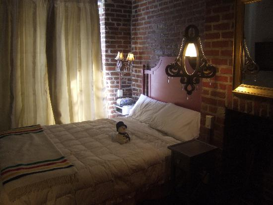 Auberge Place D'Armes: The Deluxe bedroom (queen).  No, the snowchild does not come with the room.