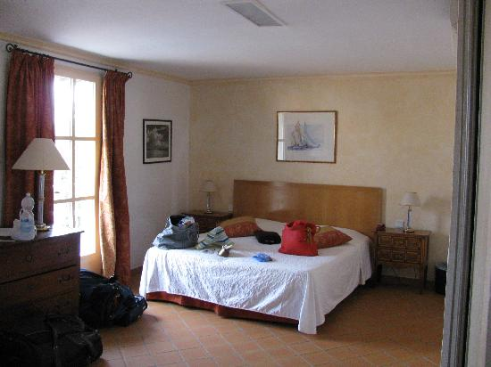 Hotel Sube : Triple room at Le Sube - the double bed