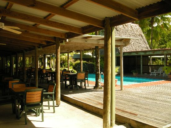 Kosrae Nautilus Resort : Kosrae Nautilus pool & restaurant