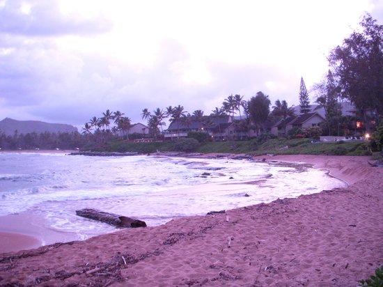 Lae Nani Resort Condos: The main beach