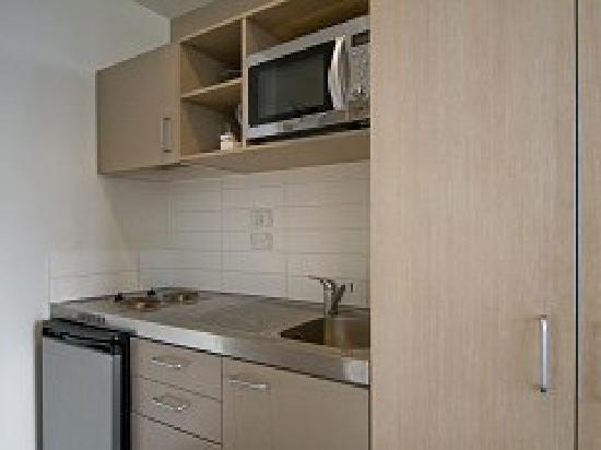 Waldorf Tetra Serviced Apartments: Full kitchen