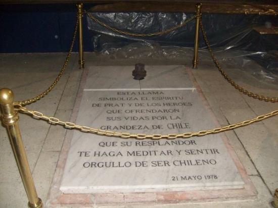 Monumento a Los Heroes: lo mejor la tumba de Arturo Prat ***esto es lo mejor para una admiradora de 1810 como yo***