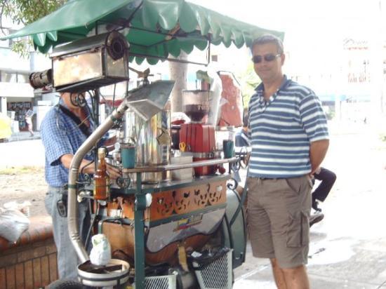 Cartago, Colombie : Café café. tostado, molido y preparado in situ !!