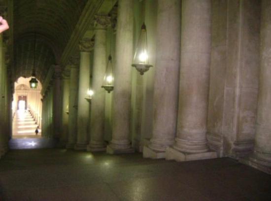 Vatican Guided Tours: Uno de los pasillos del edificio ese.
