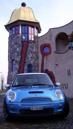 Wienacht-Tobel, Suisse : Hundertwasser and Mini, they love each other