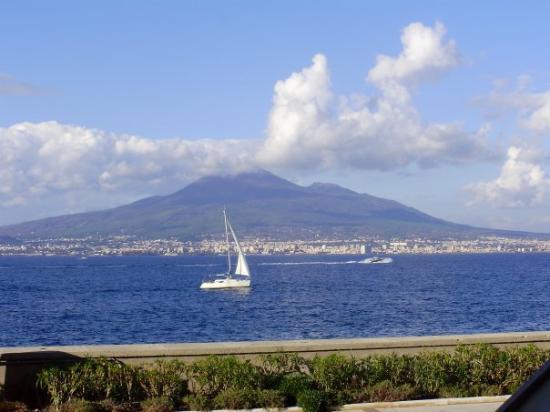 Castellammare Di Stabia, Italien: View of Mt. Vesuvius from our hotel terrace.