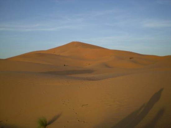 Merzouga, Marokko: La gran duna al subir para contemplar el atardecer.