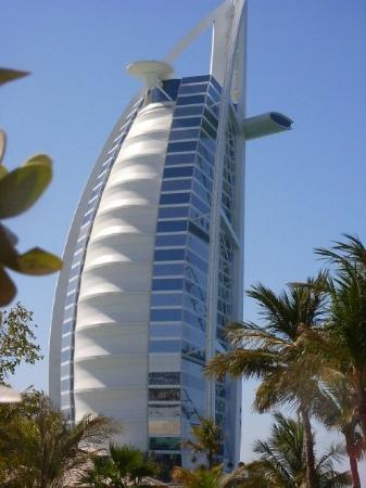 The most expensive hotel in the world burj el arab in for Richest hotel in dubai