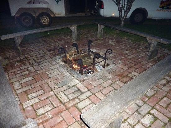 Flinders Chase Farm Stay: fuoco tra stanze e cucina