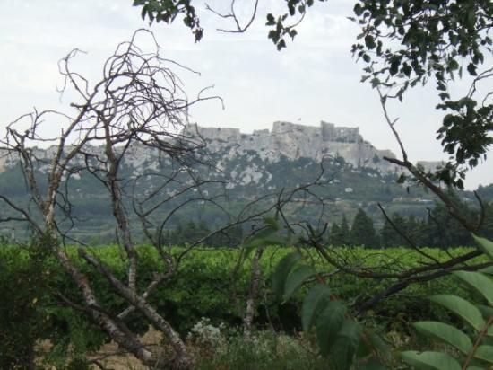 Les Baux de Provence, ฝรั่งเศส: Looking towards Les Baux
