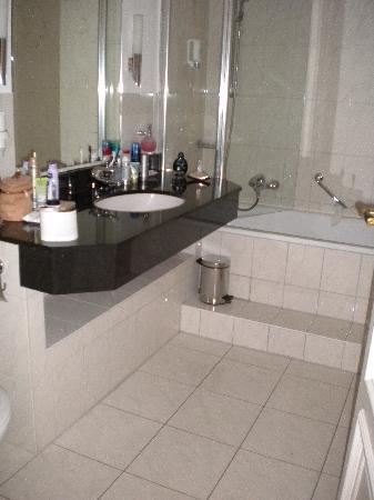 Hotel Alsterblick : Badezimmer, nett aber müsste besser gereinigt werden