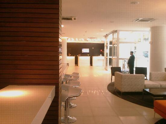 Novotel Lima: View from the bar to the lobby