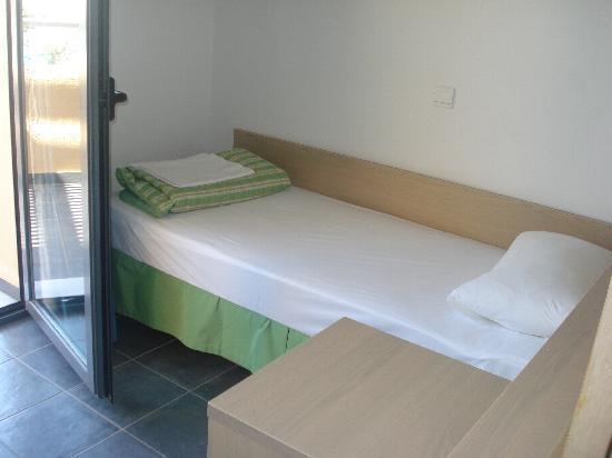 Mikri Poli Rhodos Resort: Letto Bambino in family room