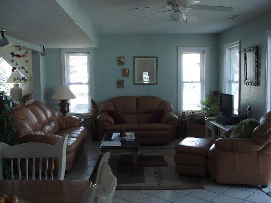Sandbar Bed & Breakfast: Common Living Area