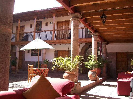 Hotel Wiracocha: Parte del patio del hotel