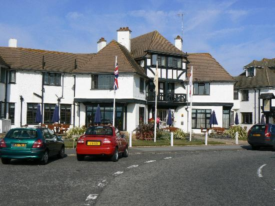 Bexhill-on-Sea, UK: Front of Hotel