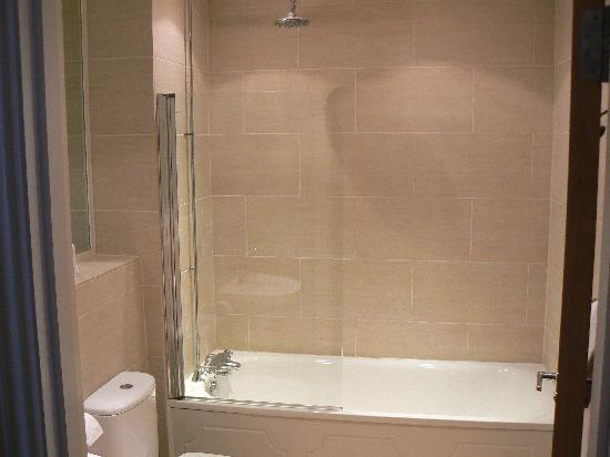 The Cooden Beach Hotel: Bathroom
