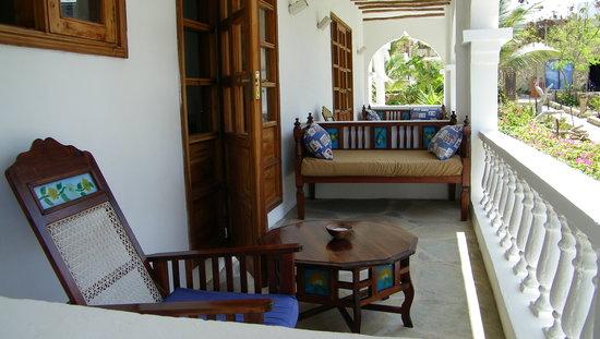 Jacaranda Beach Resort: Veranda villa mare LAMU