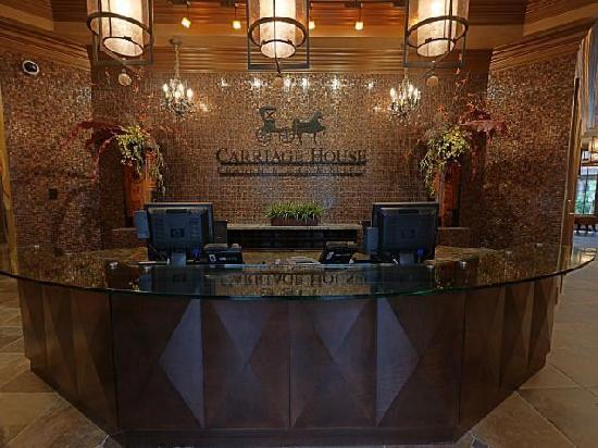 Carriage House Hotel: Front Desk