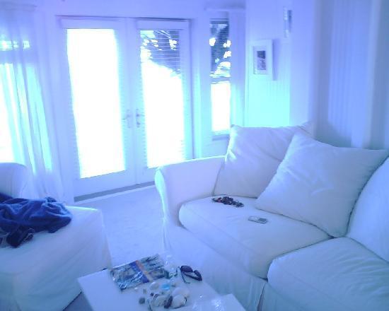 Plum Island, MA: livingroom at blue inn