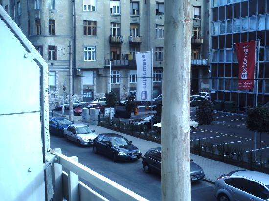 Budapest Hotel Leslie Apartments: summerevening the balcony is perfect