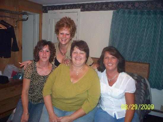 Clark's Beach Motel: the girls in our room