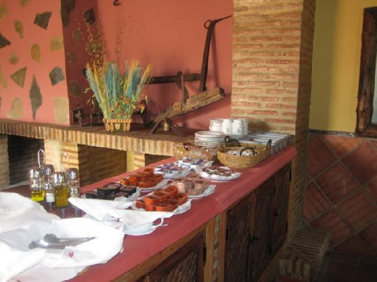 Hotel Rural Buitreras: breakfast ... a great way to start the day