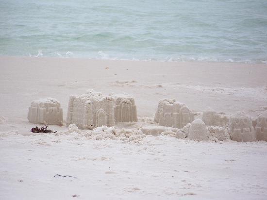 Sea Oats Motel: sand castles on the beach