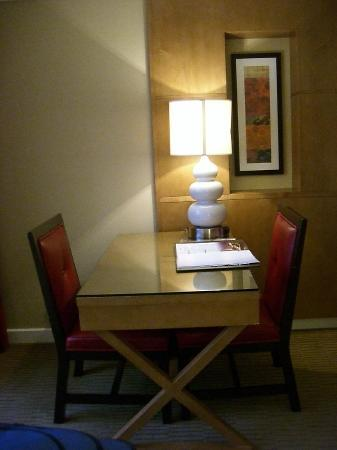 Bally's Atlantic City: Garden Tower Room desk/leather chairs