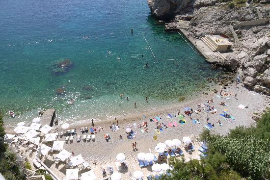 Hotel Bellevue Dubrovnik: Private beach, taken from our balcony.