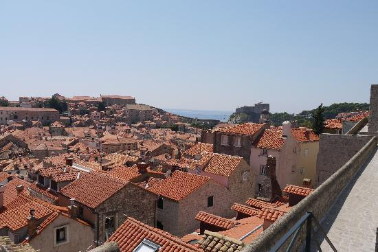 Hotel Bellevue Dubrovnik: more views from the wall