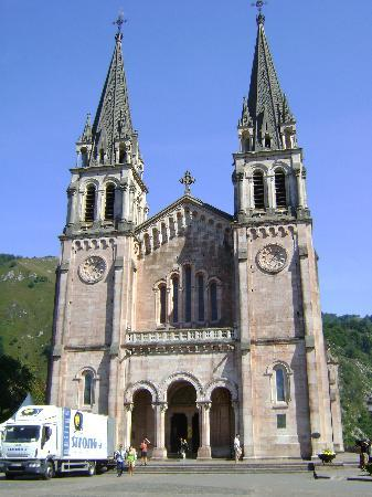 Poo de Llanes, Spain: Covadonga, well worth a visit, just a drive from Poo.