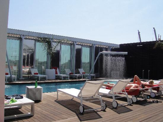 Melia Barcelona Sky: The pool