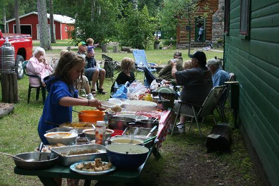 Big Timber Lodge: Our evening potluck suppers