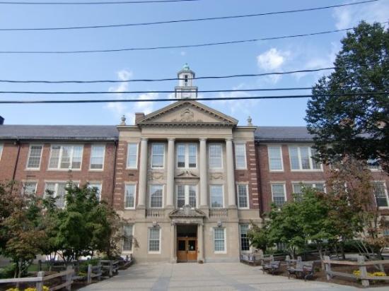 บรุกไลน์, แมสซาชูเซตส์: Lawrence School, MA