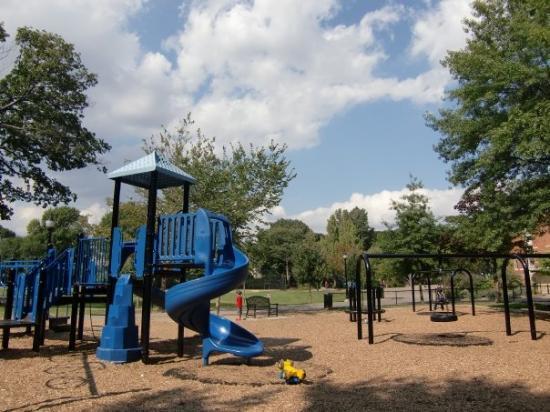 Brookline, ماساتشوستس: The playground