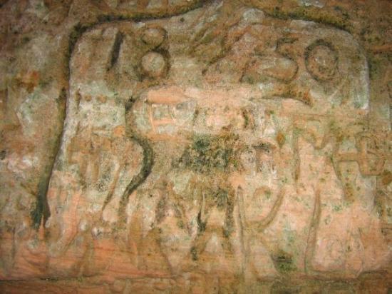 Sigulda, ลัตเวีย: sandstone carvings