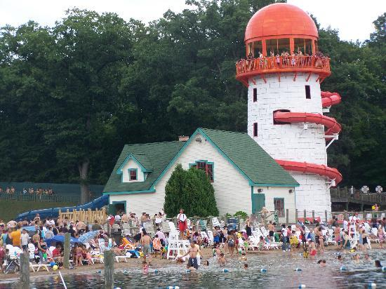 Bristol, Коннектикут: water park at capacity