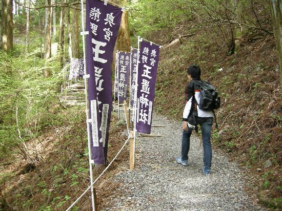 Totsukawa-mura, Jepang: 駐車場までの道。